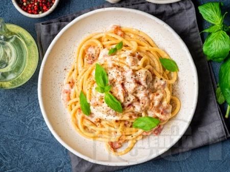 Лесни спагети Карбонара с пушен бекон и сирене Пекорино - снимка на рецептата